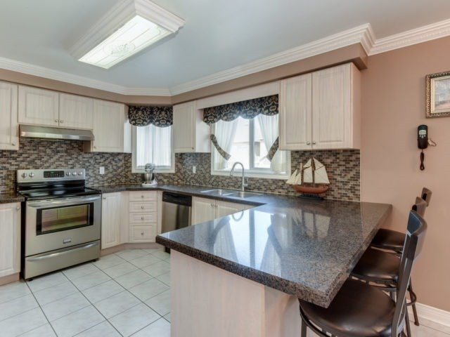 Detached at 1566 Garland Cres, Pickering, Ontario. Image 12