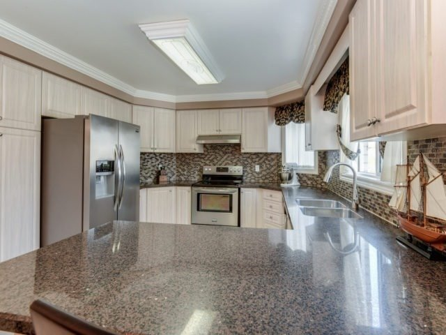 Detached at 1566 Garland Cres, Pickering, Ontario. Image 13
