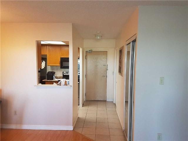 Condo Apartment at 3 Greystone Walk Dr, Unit 423, Toronto, Ontario. Image 16