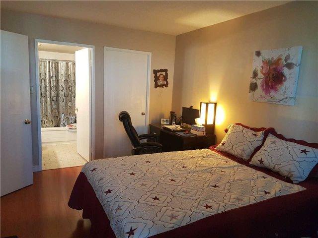 Condo Apartment at 3 Greystone Walk Dr, Unit 423, Toronto, Ontario. Image 2