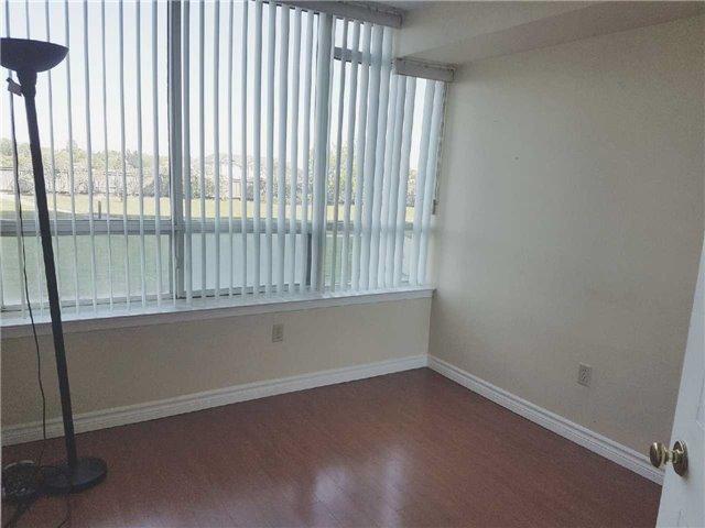 Condo Apartment at 3 Greystone Walk Dr, Unit 423, Toronto, Ontario. Image 4