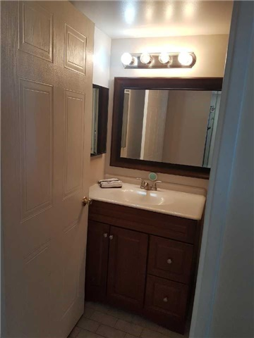 Condo Apartment at 3 Greystone Walk Dr, Unit 423, Toronto, Ontario. Image 7
