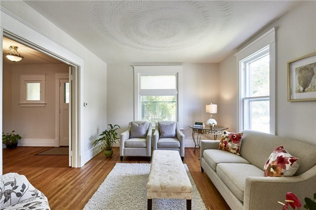 Detached at 125 Euclid St, Whitby, Ontario. Image 12