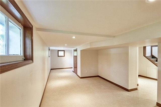 Detached at 125 Euclid St, Whitby, Ontario. Image 6