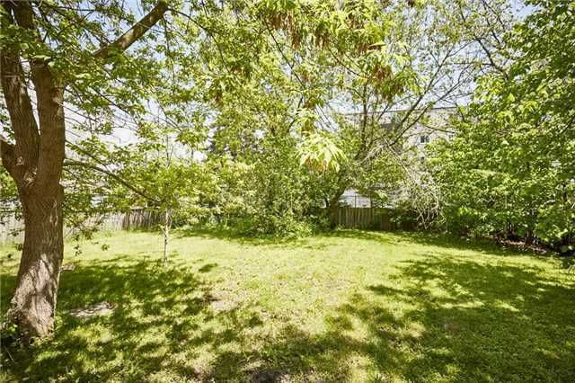 Detached at 125 Euclid St, Whitby, Ontario. Image 7