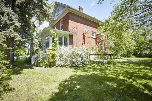 Detached at 125 Euclid St, Whitby, Ontario. Image 8