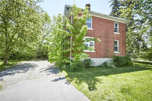 Detached at 125 Euclid St, Whitby, Ontario. Image 10