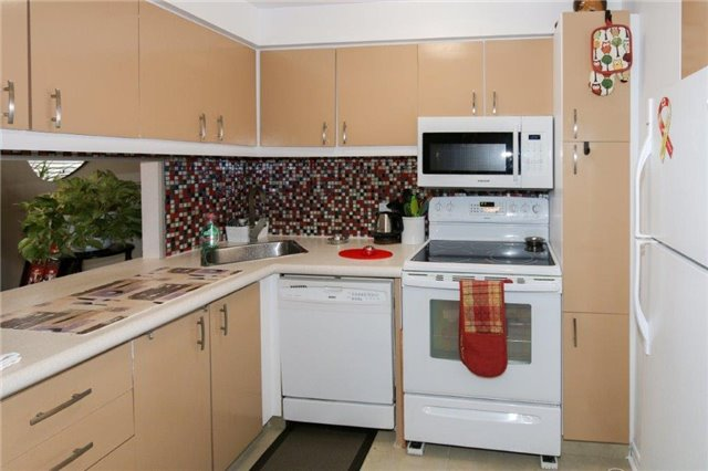 Condo Apartment at 195 Lake Driveway W, Unit 201, Ajax, Ontario. Image 16