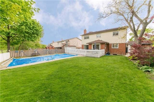 Detached at 97 Holliday Dr, Whitby, Ontario. Image 9