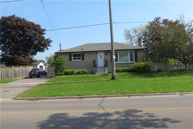 Detached at 701 Phillip Murray Ave, Oshawa, Ontario. Image 1