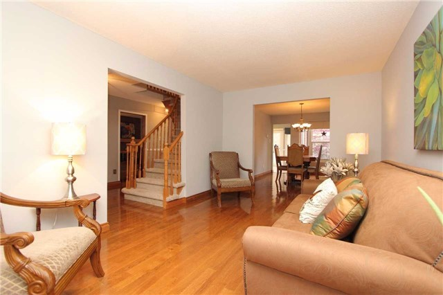 Detached at 1043 Riverview Cres, Pickering, Ontario. Image 12