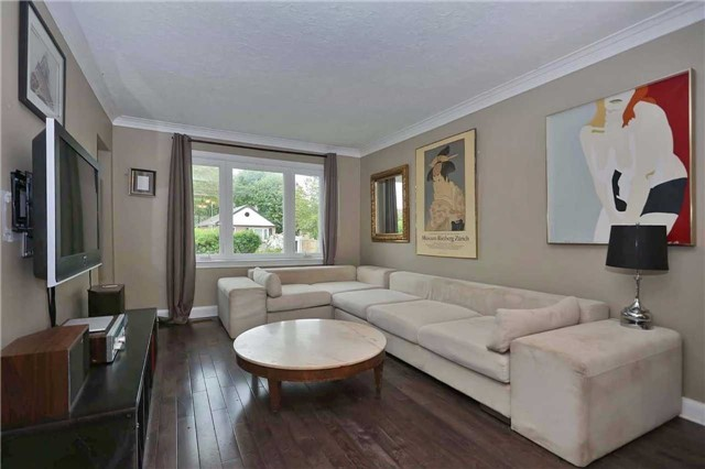 Detached at 8 East Haven Dr, Toronto, Ontario. Image 9