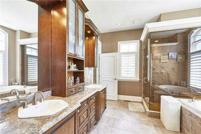 Detached at 3335 Hollywood Crt, Pickering, Ontario. Image 2