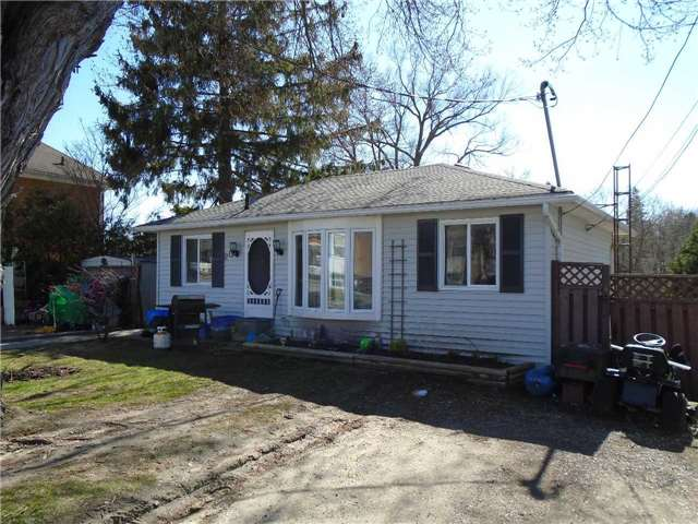Detached at 20 North St, Clarington, Ontario. Image 12