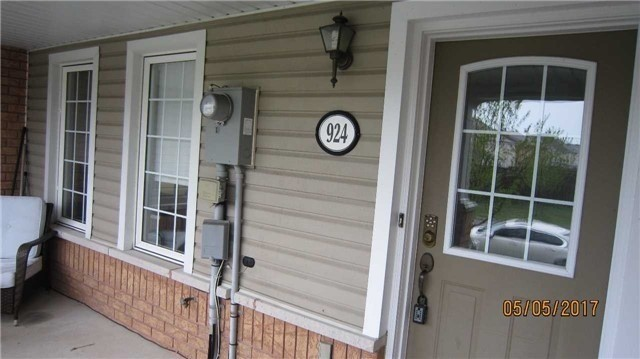 Townhouse at 924 Audley Rd S, Ajax, Ontario. Image 12