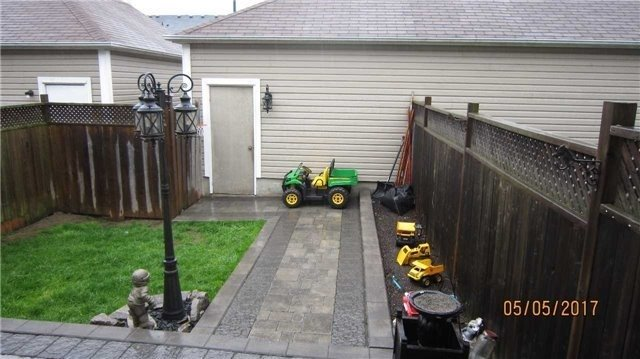 Townhouse at 924 Audley Rd S, Ajax, Ontario. Image 11