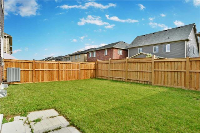 Detached at 105 Blackwell Cres, Oshawa, Ontario. Image 13