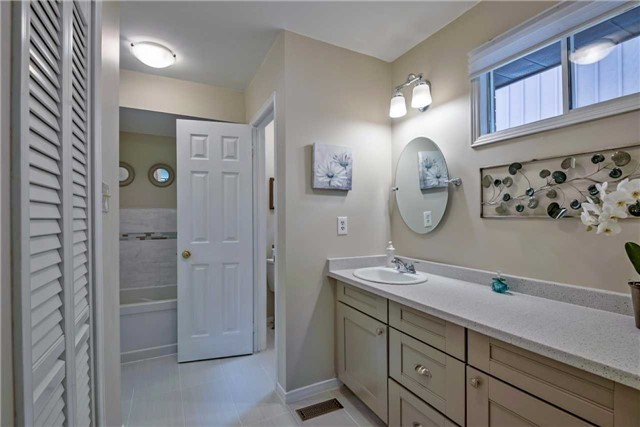 Detached at 1523 Eagleview Dr, Pickering, Ontario. Image 6
