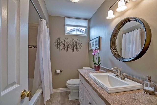 Detached at 1523 Eagleview Dr, Pickering, Ontario. Image 8