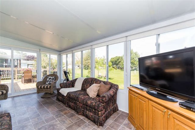 Detached at 88 Bluffs Rd, Clarington, Ontario. Image 8