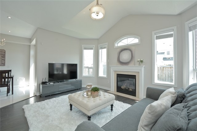 Detached at 9 Kenilworth Cres, Whitby, Ontario. Image 17