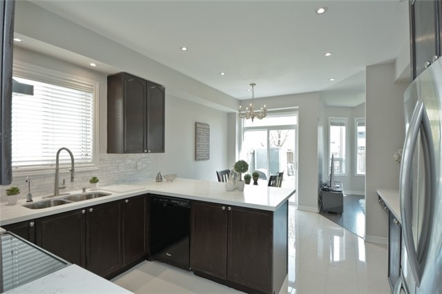 Detached at 9 Kenilworth Cres, Whitby, Ontario. Image 2