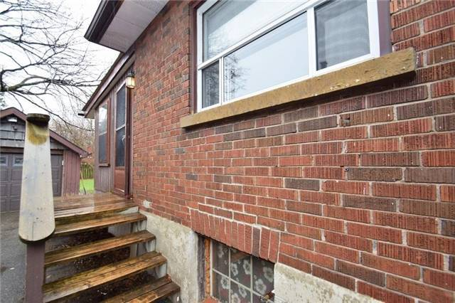 Detached at 105 Conant St, Oshawa, Ontario. Image 14