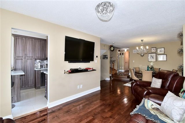 Link at 51 Roughfield Cres, Toronto, Ontario. Image 2