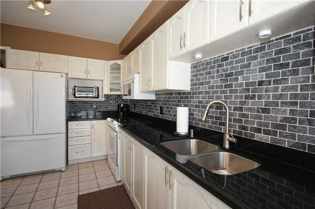 Detached at 480 Woodsmere Cres, Pickering, Ontario. Image 7