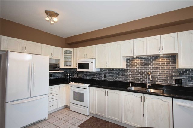Detached at 480 Woodsmere Cres, Pickering, Ontario. Image 8