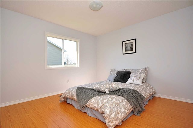Detached at 1860 Dalhousie Cres, Oshawa, Ontario. Image 2