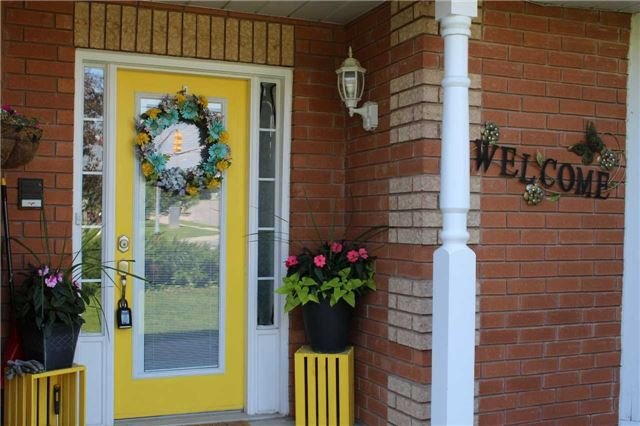 Townhouse at 411 Woodmount Dr, Oshawa, Ontario. Image 6