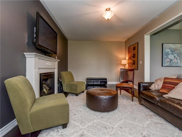 Detached at 10 Northern Dancer Dr, Oshawa, Ontario. Image 3