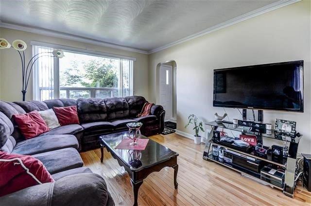 Detached at 992 Victoria Park Ave, Toronto, Ontario. Image 13
