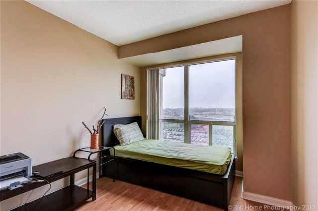 Condo Apartment at 8 Lee Centre Dr, Unit 808, Toronto, Ontario. Image 3