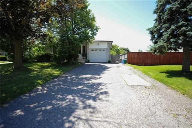 Detached at 3 Kinnison Crt, Ajax, Ontario. Image 12