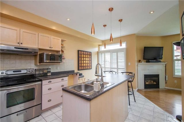 Detached at 461 Woodsmere Cres, Pickering, Ontario. Image 18
