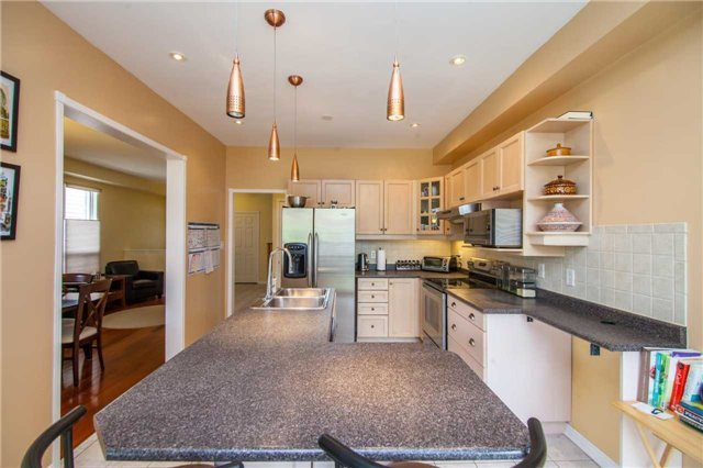Detached at 461 Woodsmere Cres, Pickering, Ontario. Image 2