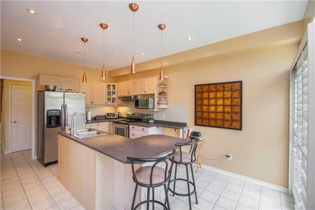 Detached at 461 Woodsmere Cres, Pickering, Ontario. Image 3