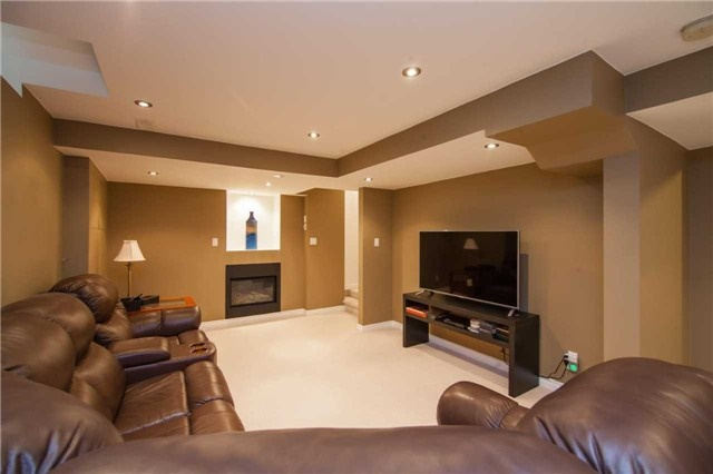 Detached at 461 Woodsmere Cres, Pickering, Ontario. Image 10