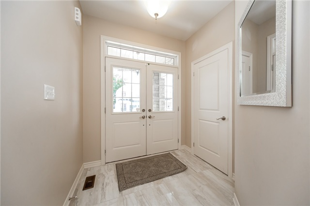 Detached at 89 Bridlewood Blvd, Whitby, Ontario. Image 12