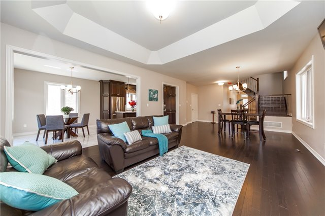 Detached at 89 Bridlewood Blvd, Whitby, Ontario. Image 15