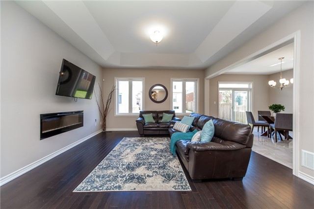 Detached at 89 Bridlewood Blvd, Whitby, Ontario. Image 16
