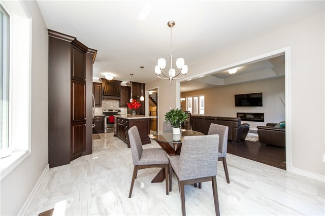 Detached at 89 Bridlewood Blvd, Whitby, Ontario. Image 18