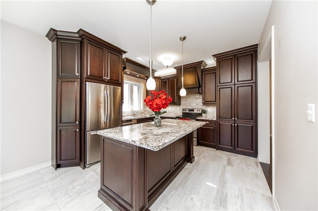 Detached at 89 Bridlewood Blvd, Whitby, Ontario. Image 19
