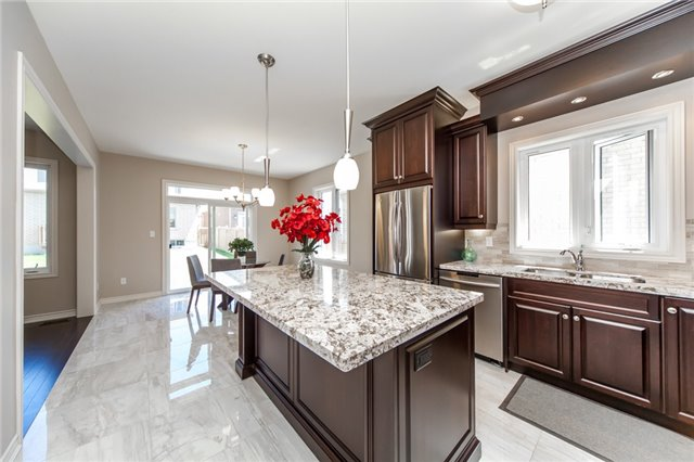 Detached at 89 Bridlewood Blvd, Whitby, Ontario. Image 2