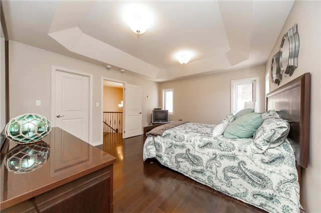 Detached at 89 Bridlewood Blvd, Whitby, Ontario. Image 5