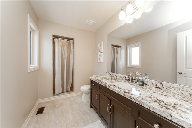 Detached at 89 Bridlewood Blvd, Whitby, Ontario. Image 6