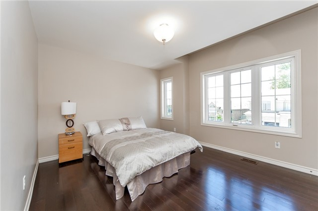 Detached at 89 Bridlewood Blvd, Whitby, Ontario. Image 7