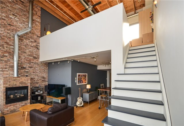 Condo Apartment at 1852 Queen St E, Unit 302, Toronto, Ontario. Image 1